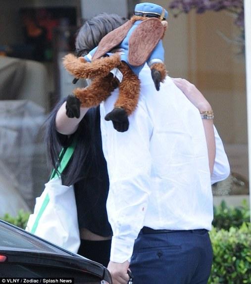 La Toya Jackson, Prince Jackson e sua namorada deixando restaurante Article-0-17fba943000005dc-896_634x719