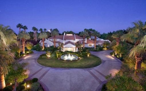 """Conheça a mansão que Michael Jackson e seus filhos morariam após """"This is It"""" 811d4-night_2845932k"""